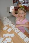 Julia am Hiragana lernen